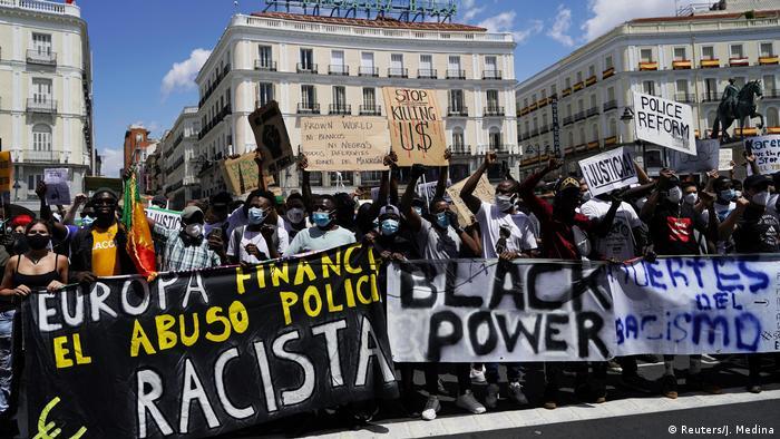 محتجون في مدريد ينددون بتجاوزات الشرطة