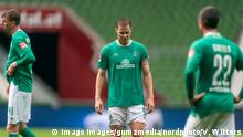 Werder Bremen - VfL Wolfsburg Fußball, 1. Bundesliga 2019/20, Werder Bremen - VfL Wolfsburg: Niklas Moisander Werder Bremen 18 Kapitaen, Fin Bartels Werder Bremen 22 Photo: gumzmedia/nordphoto/Pool via xim.gs DFL regulations prohibit any use of photographs as image sequences and/or quasi-video. Editorial use only. National and international news agencies out. Bremen wohninvest Weserstadion Deutschland *** Werder Bremen VfL Wolfsburg Football, 1 Bundesliga 2019 20, Werder Bremen VfL Wolfsburg Niklas Moisander Werder Bremen 18 Captains , Fin Bartels Werder Bremen 22 Photo gumzmedia nordphoto Pool via xim gs DFL regulations prohibit any use of photographs as image sequences and or quasi video Editorial use only National and international news agencies out Bremen wohninvest Weserstadion Germany Poolfoto xim.gs ,EDITORIAL USE ONLY