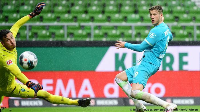 Deutschland Bundesliga - Werder Bremen v VfL Wolfsburg | Tor Weghorst (Imago Images/gumzmedia/nordphoto/V. Witters)