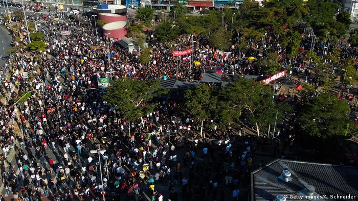 Демонстрация против расизма, фашизма и президента Жаира Болсонару в Бразилии 7 июня 2020 года