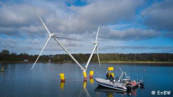 Nezzy2 - модель плавучего ветрогенератора на испытании в озере
