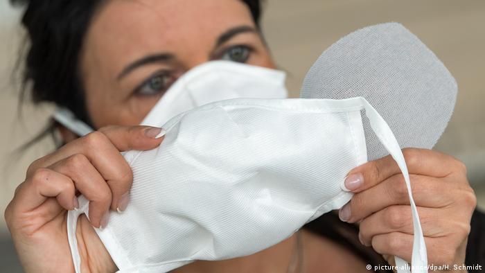Según expertos, medidas como el uso de máscaras deben introducirse tempranamente.