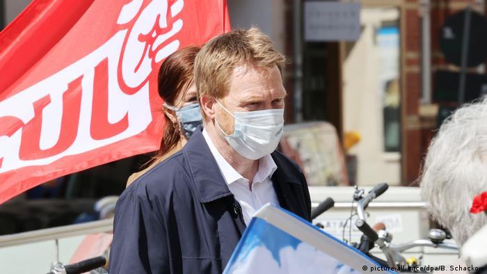 Nicht von der Maskenpflicht ausgenommen: der Bundestagsabgeordnete Christoph Matschie (SPD) bei der Maifeier in Jena (Foto: picture-alliance/dpa/B. Schackow)