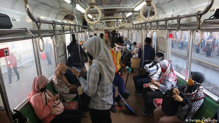 Pelonggaran Psbb Di Jakarta Belum Penuhi Syarat Who Indonesia Laporan Topik Topik Yang Menjadi Berita Utama Dw 12 06 2020
