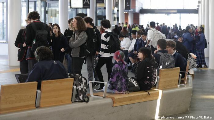 Ciudadanos de Nueva Zelanda ya se movilizan con entera libertad