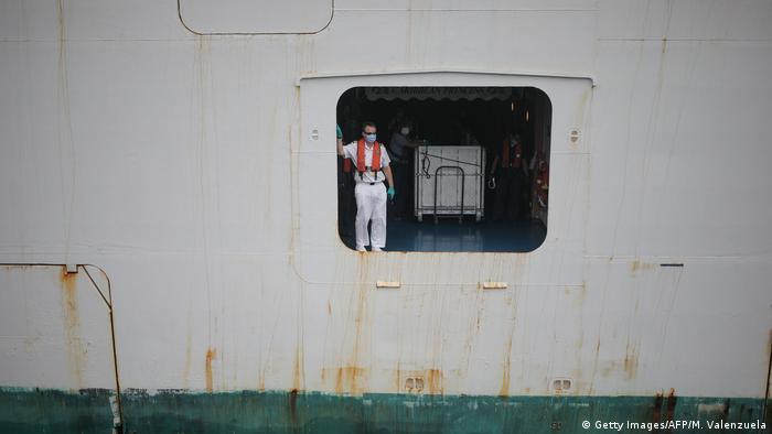 A stranded sailor near Panama (Getty Images/AFP/M. Valenzuela)