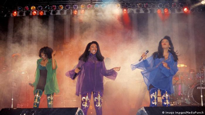 In action: June, Anita und Bonnie Pointer (v.l) bei einem Auftritt 1990 im Superdome in New Orleans (Foto: Imago Images/MediaPunch)