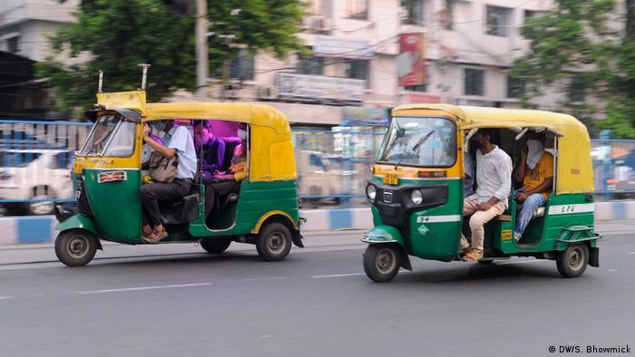 Tuktuks transport passengers in Kolkata
