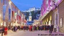 Österreich Salzburg Festspielpause in der Hofstallgasse