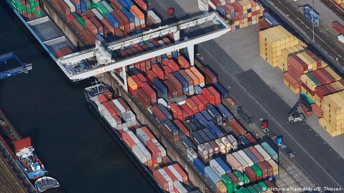 Контейнеры в порту Дуйсбурга