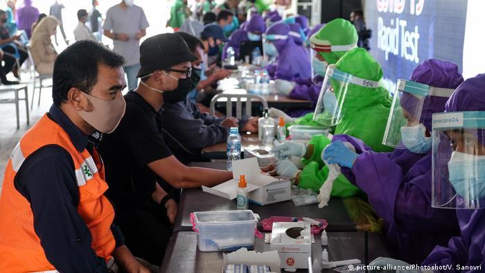 Indonesien Corona-Pandemie | Schnelltest in Jakarta