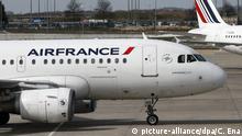 ARCHIV - 07.04.2018, Frankreich, Roissy: Flugzeuge der französischen Airline Air France stehen auf dem Rollfeld des Flughafens Paris Charles de Gaulle. (Zu dpa Frankreich will Luftfahrtindustrie mit 15 Milliarden Euro retten) Foto: Christophe Ena/AP/dpa +++ dpa-Bildfunk +++ |