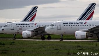 Самолеты Air France стоят на приколе в парижском аэропорту Шарль-де-Голль