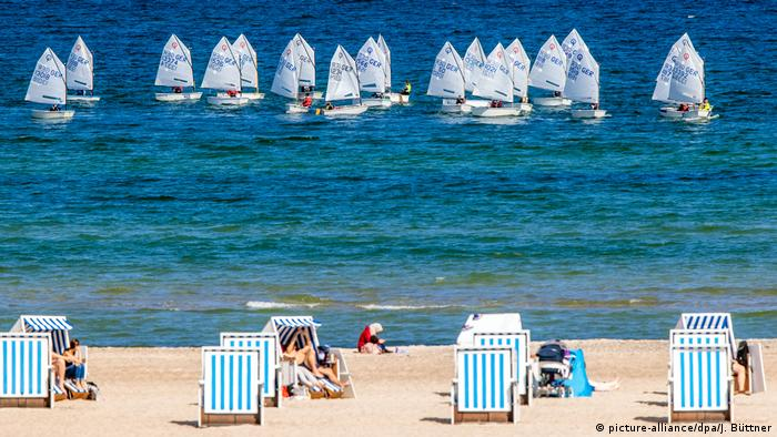 the beach of Warnemünde, Germany (picture-alliance/dpa/J. Büttner)