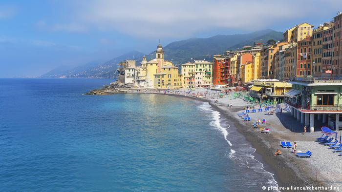 the beach ofCamogli, Italy (picture-alliance/robertharding)