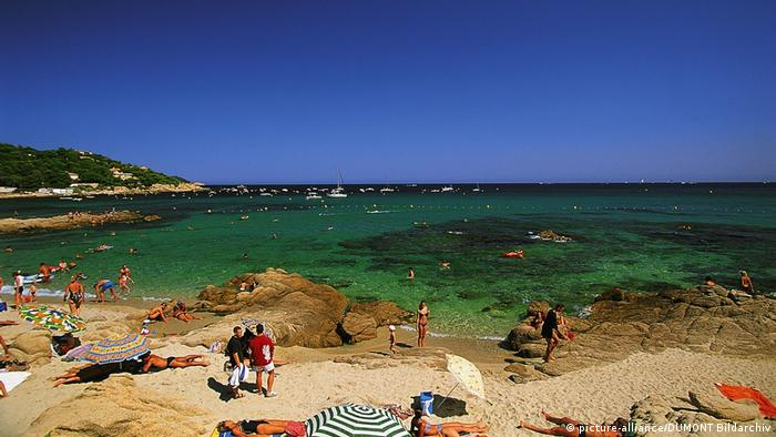 the beach of L'Escalet, Côte d'Azur, France (picture-alliance/DUMONT Bildarchiv)