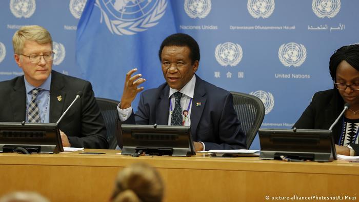 Jerry Matjila, the permanent representative of South Africa to the UN Security Council, speaks at UN headquarters in New York (picture-alliance/Photoshot/Li Muzi)