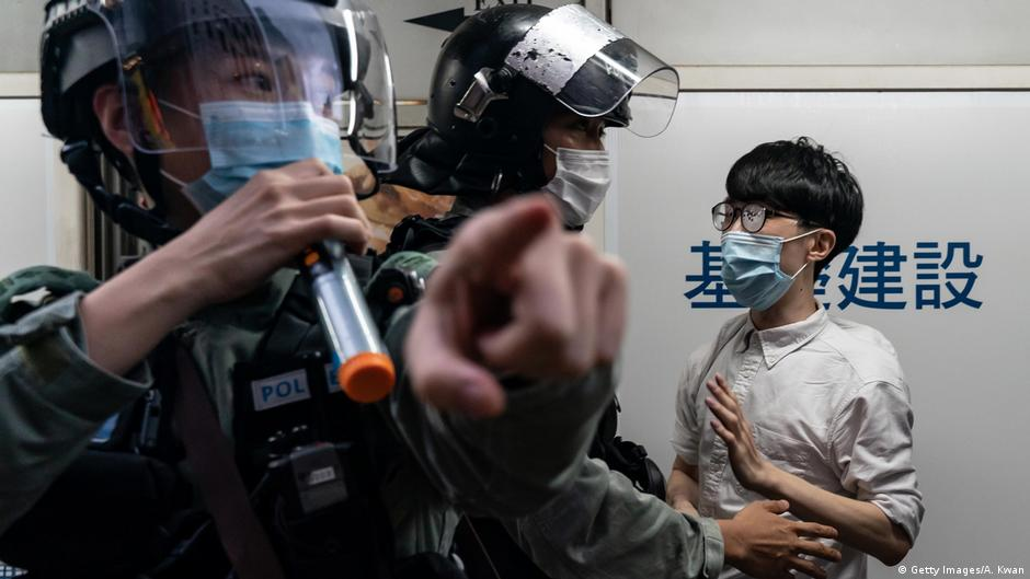 One year on: Hong Kong protesters change tactics | DW | 15.06.2020