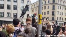 Protesters tear down a statue of Edward Colston during a protest against racial inequality in Bristol, Britain June 7, 2020 in this screen grab obtained from a social media video. Mohiudin Malik/via REUTERS THIS IMAGE HAS BEEN SUPPLIED BY A THIRD PARTY. MANDATORY CREDIT. NO RESALES. NO ARCHIVES.