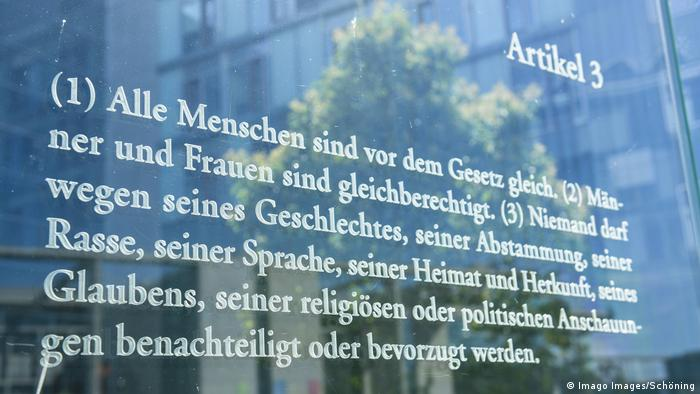 Deustchland Berlin Bundestag Grundgesetz Artikel 3