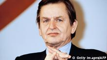 23.01.1983 Portrait of Swedish Prime Minister Olof Palme as he attends a colloquium organized by french Socialist Party called Meeting with actors of change, on January 23, 1983 in Paris. / AFP / - (Photo credit should read -/AFP via Getty Images)