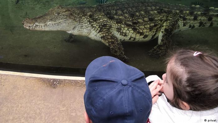Міша з донькою в зоопарку