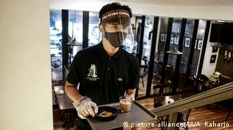 Екран плюс маска - така комбінація обіцяє найбільший захист від коронавірусу