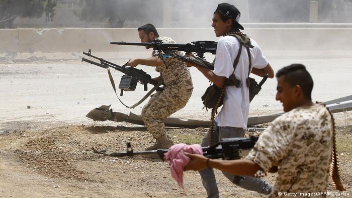 مقاتلون تابعون لقوات حكومة الوفاق في من طقة السواني جنوب العاصمة طرابلس