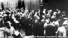 انتقال زندانیان به اردوگاه آشویتس در سال ۱۹۴۰