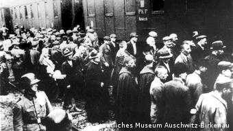Τον Ιούνιο του 1940 έγινε η πρώτη μεταφορά κρατουμένων στο Άουσβιτς
