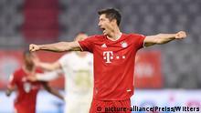 DFB Pokal Bayern vs Frankfurt Jubel Bayern 2:1 Lewandowski