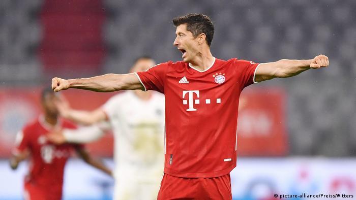 DFB Pokal Bayern vs Frankfurt Jubel Bayern 2:1 Lewandowski (picture-alliance/Preiss/Witters)