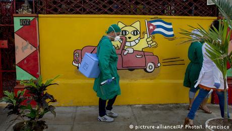 Kuba | Coronavirus | Menschen mit Gesichtsmaske in Havanna (pictrure-alliance/AP Photo/I. Francisco)