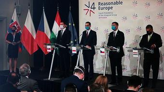Главы правительств Словакии (слева), Польши, Чехии и Венгрии на встрече Вышеградской четверки