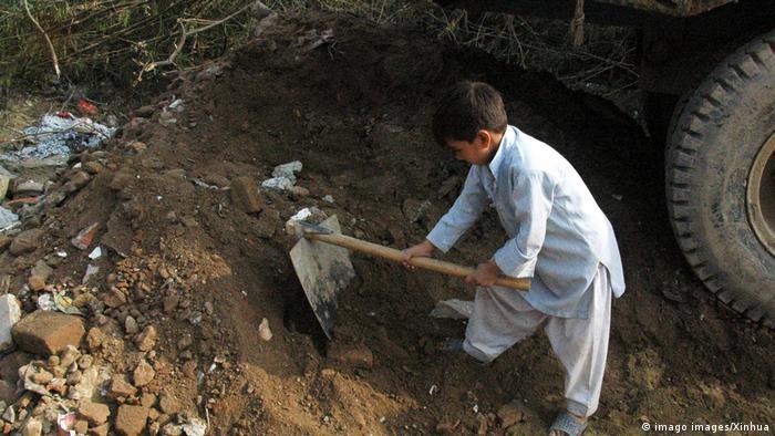 Child laborers caught between coronavirus and economic hardship