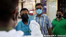 Bangladesch Dhaka | Coronavirus | Bank, Temperatur-Check