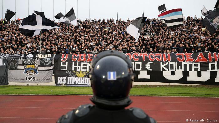 Navijači na tribini stadiona Partizana