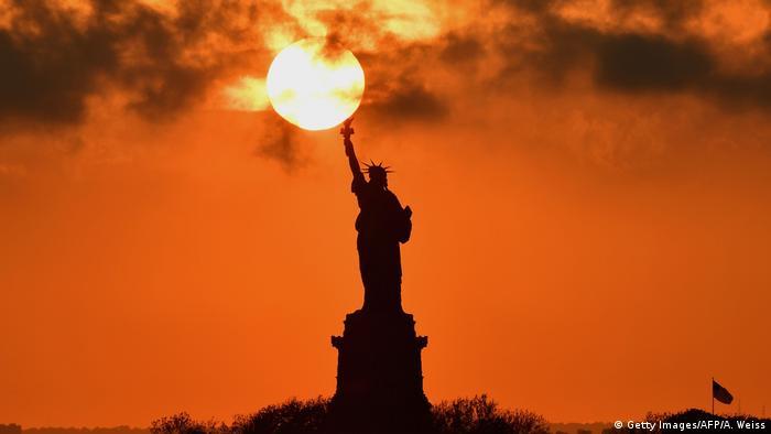 USA | New York | Freiheitsstatue bei Sonnenuntergang