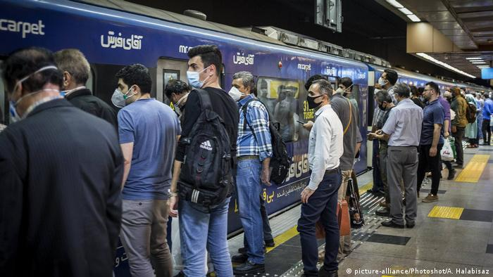 Iran Teheran | Coronakrise (picture-alliance/Photoshot/A. Halabisaz)