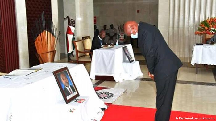 Burundi's opposition leader Agathon Rwasa bowing before a picture of the late President Pierre Nkurunziza