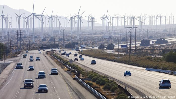 Un parque de energía eólica en California, Estados Unidos.