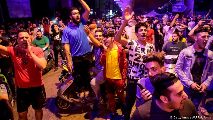 Protesters shout slogans in Beirut (Getty Images/AFP/A. Amro)