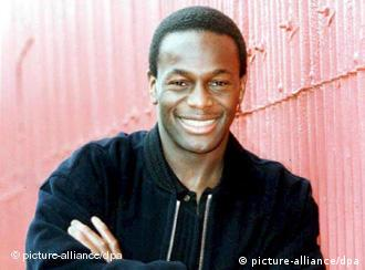 Justin Fashanu se suicidó en una zona pobre de Londres tras ser acusado de abuso de menores en Estados Unido.<br />