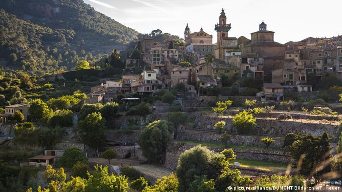 Spanien BG Warum die Deutschen Mallorca so lieben | Bergdorf Valldemossa (picture-alliance/DUMONT Bildarchiv/F. Heuer)