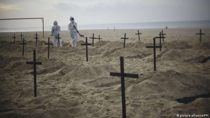 Cruces en la arena. (2.08.2020).