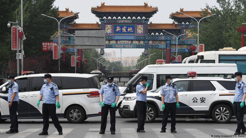 Coronavirus: Fresh cluster prompts partial Beijing lockdown | News | DW |  13.06.2020