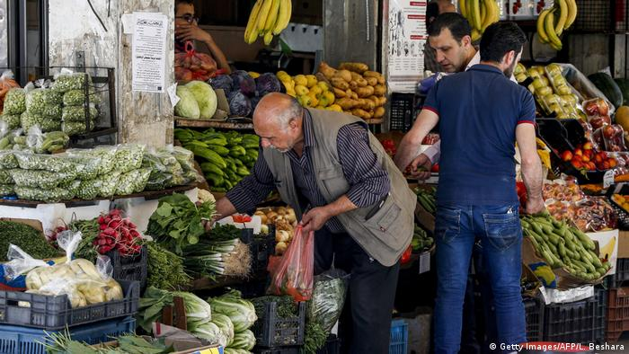 ترکیه در ده سال گذشته ۱۴ میلیارد دلار به سوریه صادرات داشته است، ایران یک میلیارد دلار. یک ترهبارفروشی در دمشق
