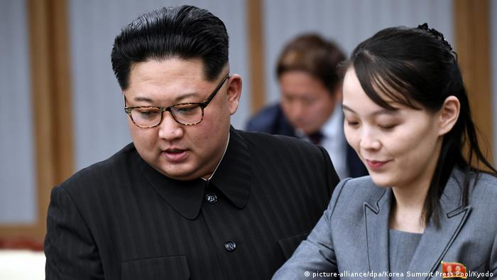 Kim Jong Un und Schwester Kim Yo Jong (picture-alliance/dpa/Korea Summit Press Pool/Kyodo)