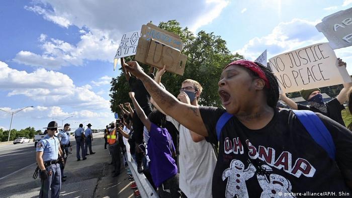 Протестиращи в Атланта след убийството на Рейшард Брукс