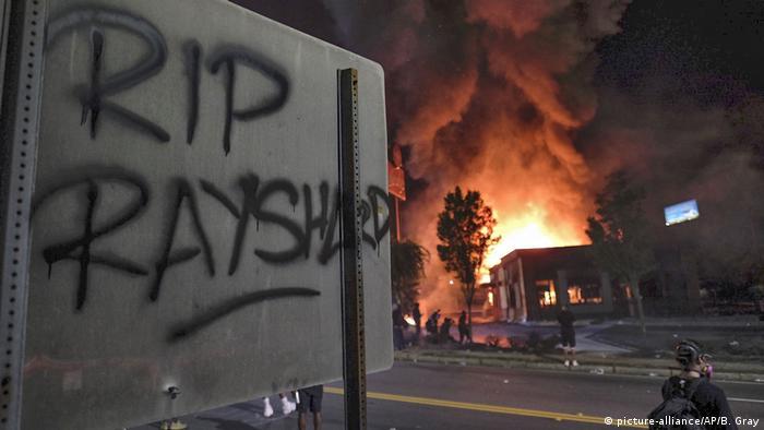 USA I Polizeigewalt in Atlanta (picture-alliance/AP/B. Gray)